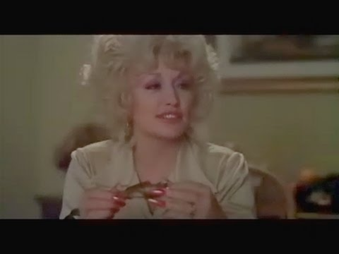 Long nails Dolly Parton in the film Nine to five