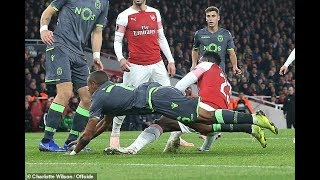 Danny Welbeck carried off on a stretcher after suffering horror ankle injury thumbnail