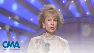 Video Jo Walker-Meador  Country Music Hall of Fame Induction | CMA download MP3, 3GP, MP4, WEBM, AVI, FLV Agustus 2017