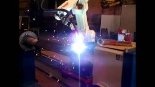 Сварочный комплекс для производства гидроподъемников(Специалисты Белфингрупп, внедрили универсальный роботизированный комплекс, предназначенный для автомати..., 2013-07-01T08:24:23.000Z)