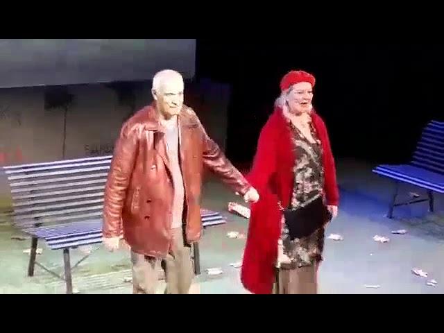 «Το παγκάκι» Γιώργος Κιμούλης - Φωτεινή Μπαξεβάνη - Χειροκρότημα stellasview.gr