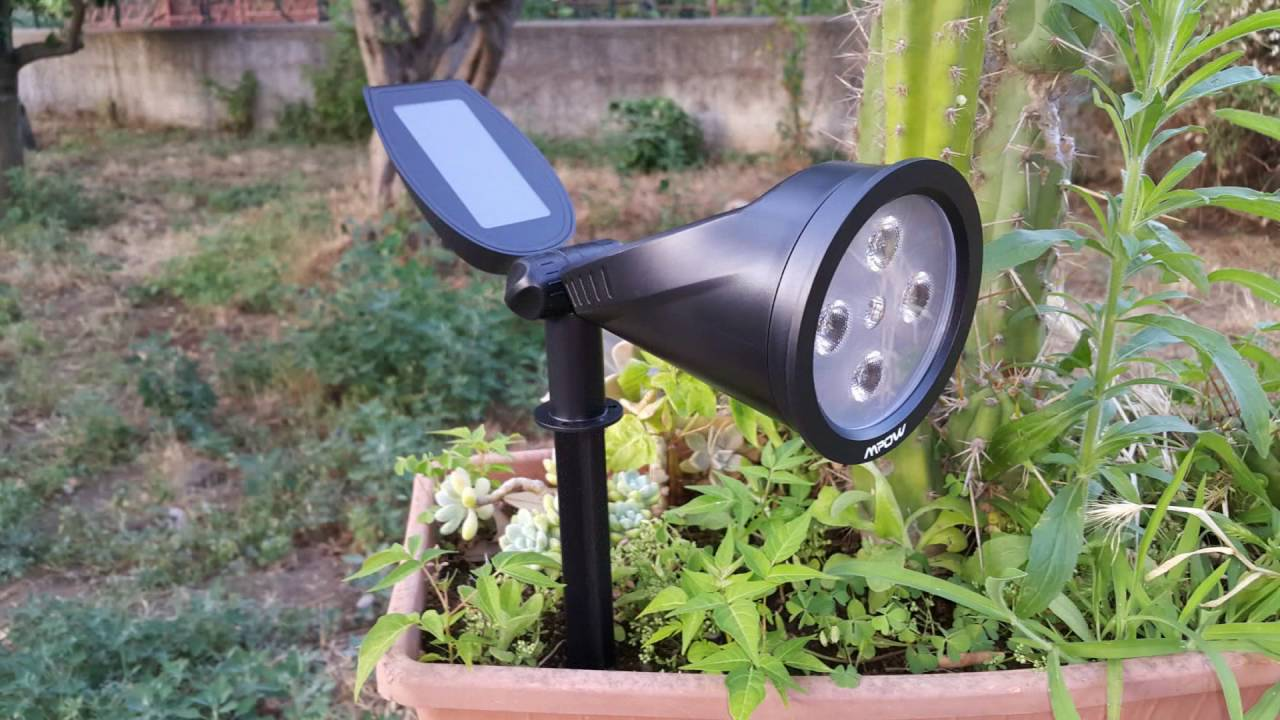 Pannello Solare Con 2 Faretti : Mpow faretto solare con pannelli youtube