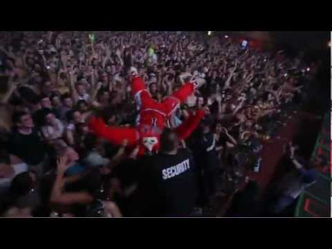 Pretty Lights and Benny the Bull (Chicago Bulls Mascot) throwin down in Chi town