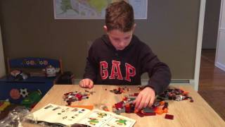 Unboxing Lego Minecraft 21126 with Jevi Folkers