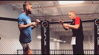 Astro do cinema, Van Damme acerta chute no rosto de ex-campeão do UFC