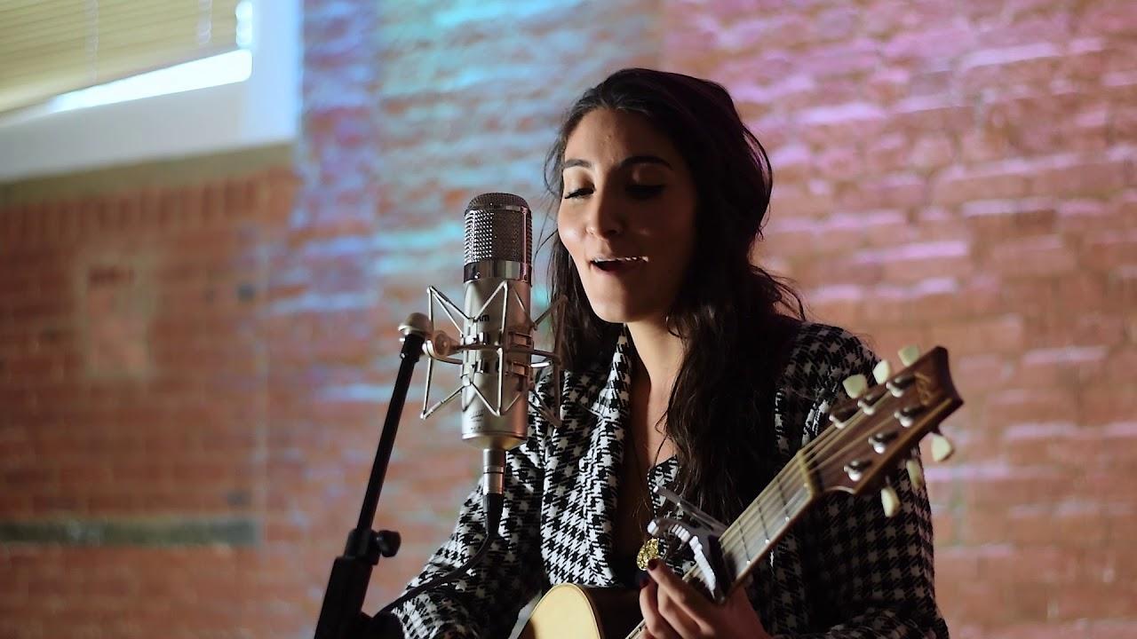 Pari Shahmir - Female Guitar Vocalist | Last Minute Musicians