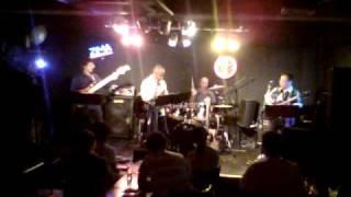 2010年8月22日、大分市CANTALOOPⅡでのLIVEです。 ナニワエキスプ...