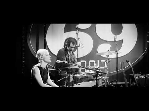 Trixie Whitley - Breathe You In My Dreams (live in Club 69)