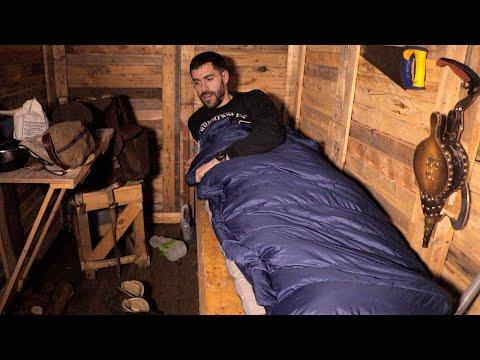 Escaping the Madness: Solo Overnight in the Cabin | Bushcraft Skills