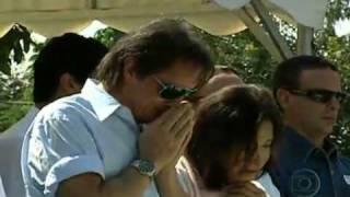 Roberto Carlos se emociona no adeus a Lady Laura.mp4