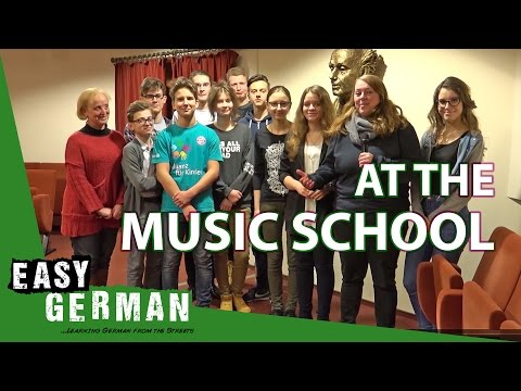 At the music school | Super Easy German (22)