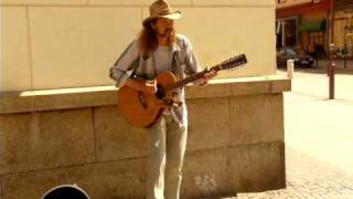 Gienek Loska śpiewa -