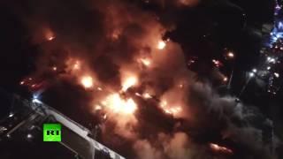 Беспилотник заснял крупный пожар на складе в Москве