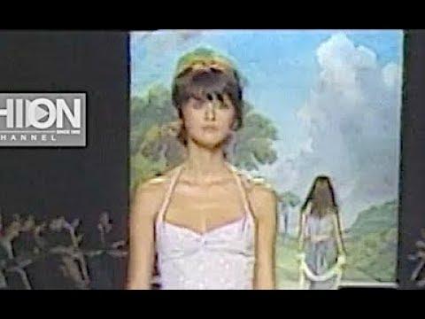 ANNA SUI Spring Summer 2000 New York - Fashion Channel