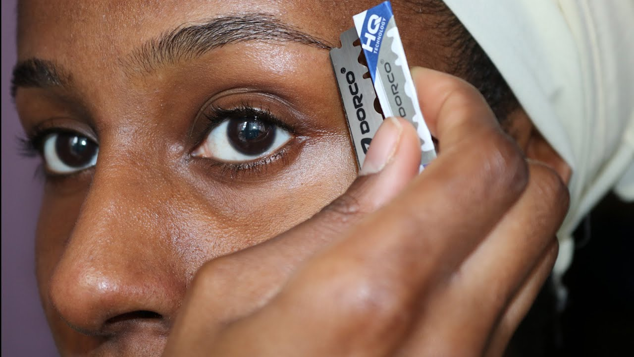 How To Shape Your Eyebrows With a Razor Blade - YouTube