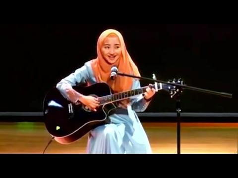 "Cewek Jilbab Ini, Mimi Nazrina Nyanyi ""Kun Anta"" Humood AlKhuder - Plus Main Gitar Akustik - Cover"