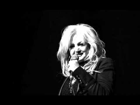 BONNIE TYLER --- HERE SHE COMES (LIVE!) (2005) mp3