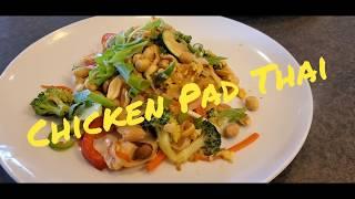 Cách làm gà Pad Thái trong căn tin Mỹ