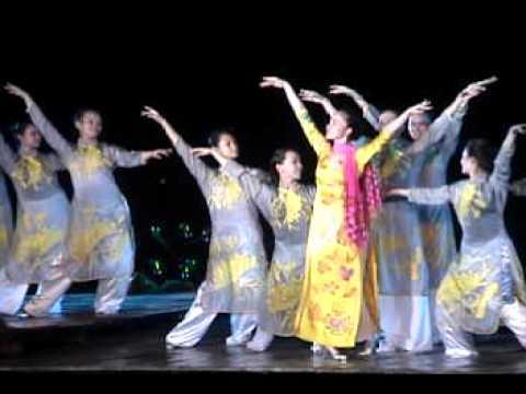 Festival hue 2010 Mua que huong Linh Nga.avi