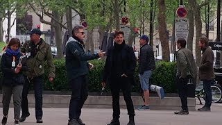 Mission: Impossible 6: Tom Cruise & Christopher McQuarrie are talking on the set in Paris