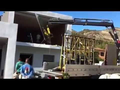 Montaje con gr a y ventosa youtube for Cristaleria benissa