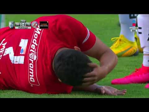 Fuerte cabezazo entre Gil Alcalá y Alan Medina | Querétaro vs Toluca