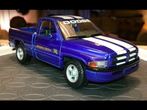 1 26 Scale Maisto 1995 Dodge Ram 1500 Indy Pace Truck Youtube