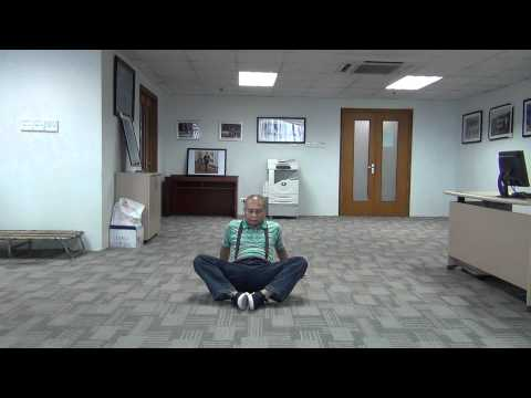 E-Bơi: Tập đạp chân ếch trên sàn nhà