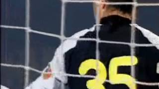 Голая девушка выбежала на поле - Футбол