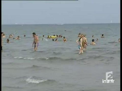 [Palavas les Flots, pris d'assault par les touristes du 15 août] poster