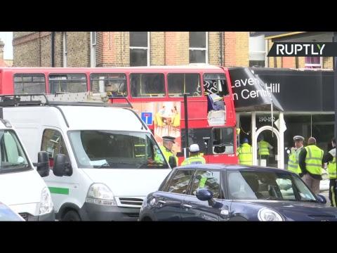EN DIRECT : Un bus à impériale s'encastre dans un magasin à Londres