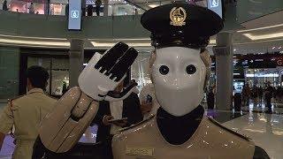 «Робокоп»: в ОАЭ на службу заступил робот-полицейский