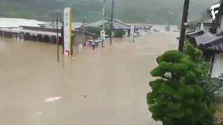 Japan floods Military airlift people to safety
