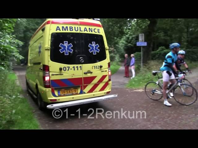 OvD-G en 2x ambulance met spoed door wieler parcour in het bos voor een reanimatie