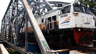 2018/05/09 【インドネシア】 貨物列車 CC 206 13 61 ブカシ川橋梁