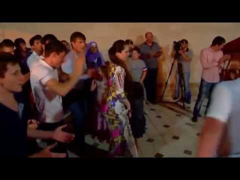 Чеченка танцует сексуальной