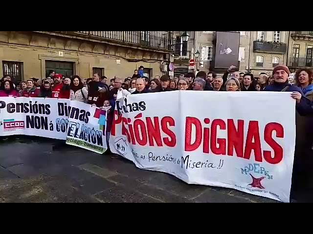 """Los jubilados, en Santiago: """"Rajoy, cabrón, paga as pensións"""""""