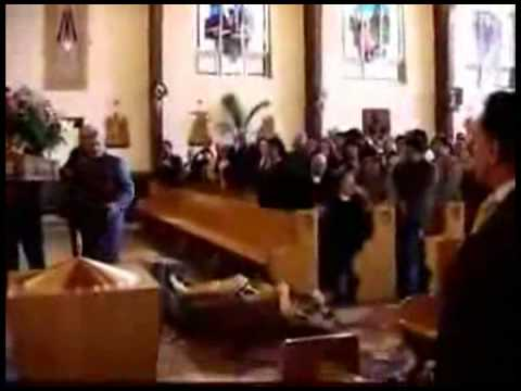 Catholic Statue Falls and is Beheaded in Church Amid Screams