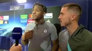 😂😂😂😂Michy Batshuayi s'enfuit en plein interview à cause de son anglais sous les yeux d'Eden Hazard