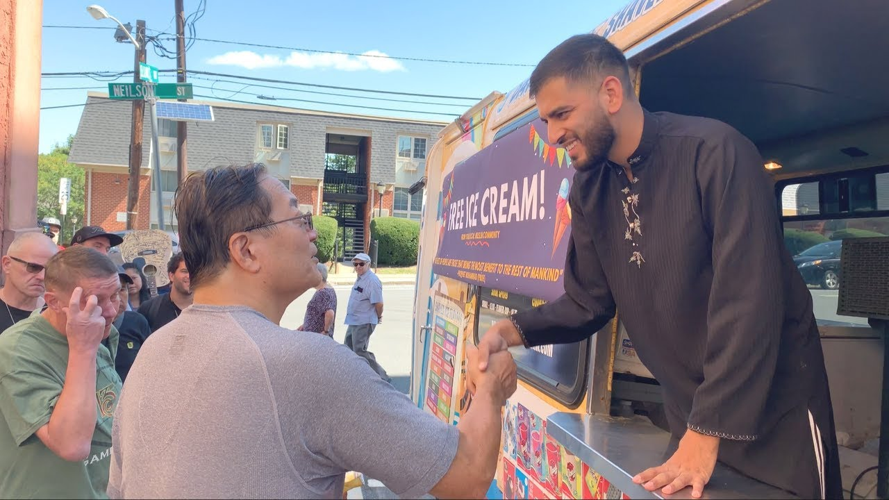 Muslim Gives Homeless Free Ice Cream!