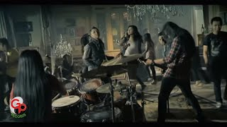 Andra And The Backbone - Cliche [Official Music Video]