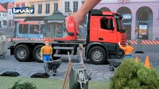 Vidéo  jouets bruder 03622 camion mercedes arocs avec benne basculante amplirole