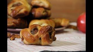 Ароматные булочки из дрожжевого теста с разной начинкой. Prezel