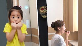 엄마를 따라다니는건 무엇일까요? 서은이의 신비아파트 귀신놀이 AR카드 게임 할로윈 거미 찾기 놀이 Ghost House AR Game Seoeun Story