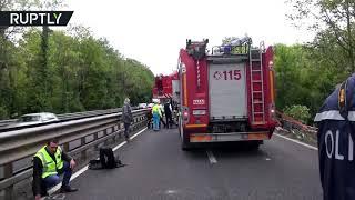 Видео с места ДТП с туристическим автобусом в Италии, где могли пострадать россияне