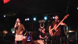 POLICA - Lay Your Cards Out (Turf Club 11-07-2011)