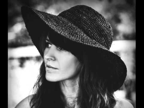 Клип Olivia Broadfield - Soften and Shake