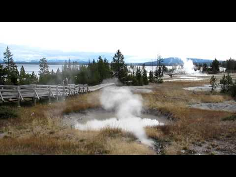 yellowstone-lake-west-thumb-hot-springs-geysers-wyoming
