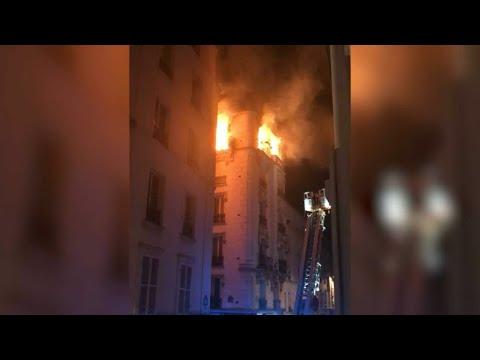 Paris: les images du violent incendie cette nuit dans un immeuble d'habitation