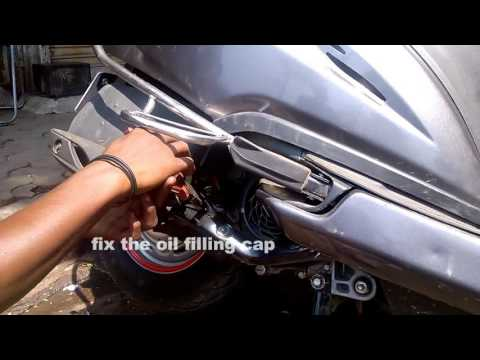 Gearless kick ;changing the honda activa engine oil and gear oil